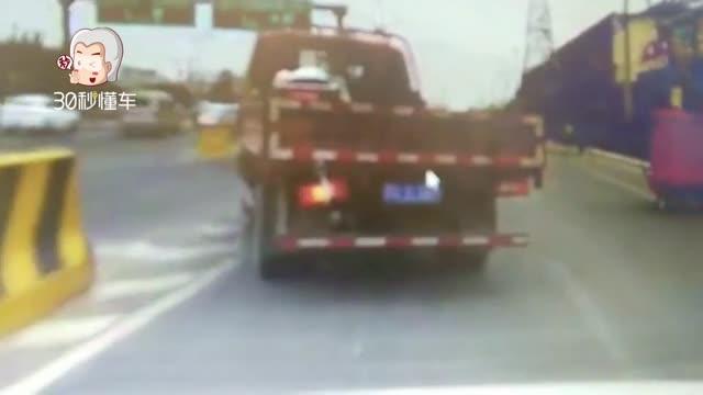 北京发生恶性交通肇事逃逸 全城通缉无良卡车司机!
