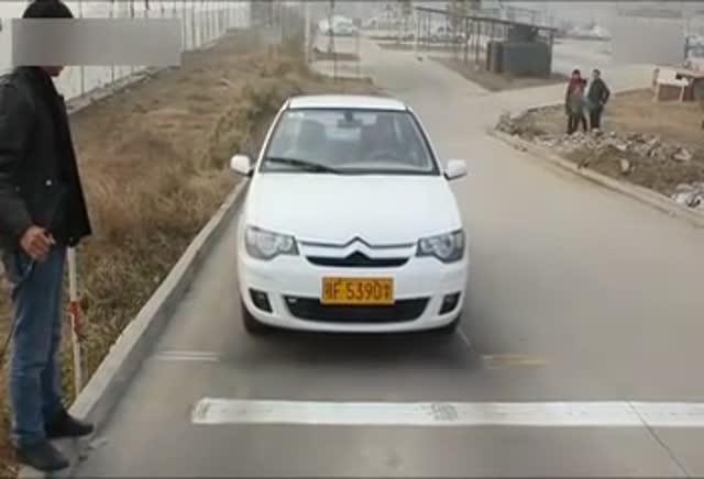 学驾心得:科二半坡停车和起步技巧视频,有看头哦