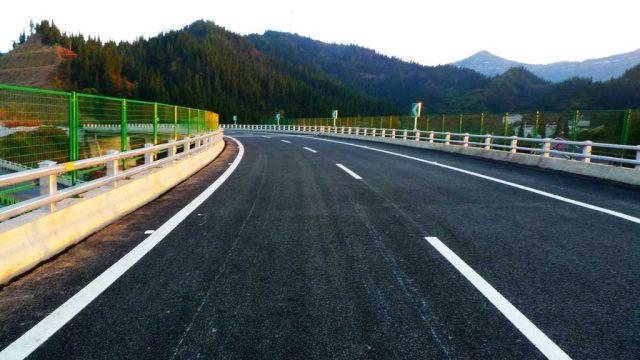 学驾心得:高速开车需谨慎,高速路上安全开车技巧