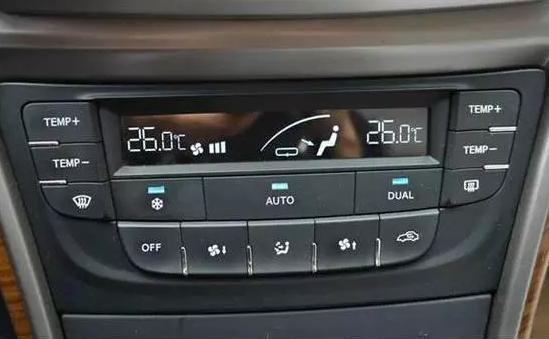 因为ac是空调的制冷开关按钮,暖风则是车辆工作自带产生的,只有这样