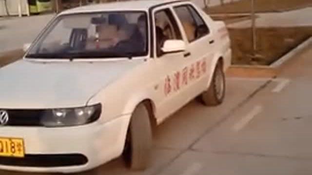 驾驶技巧:侧方位停车