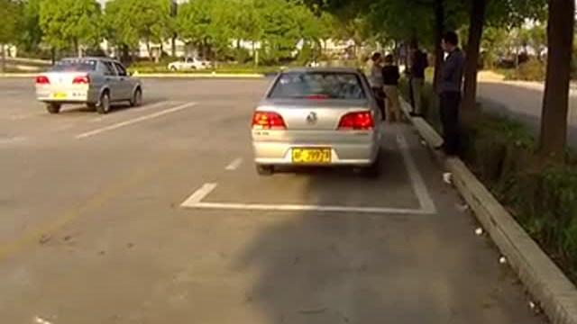 驾驶技巧:一分钟学会科目二侧方停车!