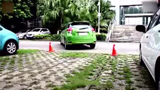 环宇驾校:女司机赶着回家,漂移倒车入库一步到位