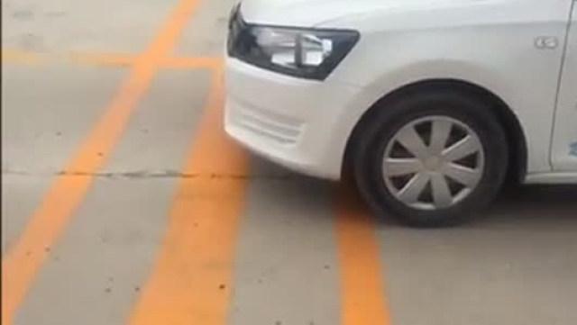 驾驶技巧:科二坡道定点停车与起步如何过关?驾校教练亲自讲解