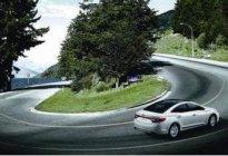 昊通驾校:新手开车转弯有哪些注意事项