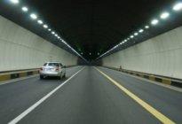 东侨驾校:新手安全通过隧道注意事项