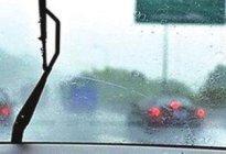 学驾心得:下雨天开车挡风玻璃有雾气怎么办