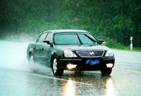 经验交流:雨天行车要开什么灯 雨天行车灯光使用方法