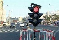 蓝天驾校:开车遇到信号灯怎么停车和起步