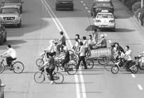学驾心得:新手开车怎么避让行人和自行车