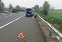 驾驶技巧:高速爆胎可以在应急车道换备胎吗
