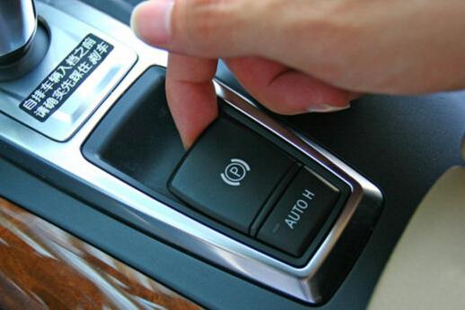 首页 专题 大客车气刹车使用方法  电子手刹的使用方式是,在踩住刹车