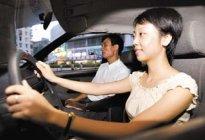 门源县江源驾校百科:女性学车有什么技巧