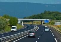 金荣驾校:为什么驾驶证实习期不能上高速,这是有原因的!