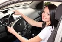 畅通驾校百科:女性驾车 谨防六种坏习惯
