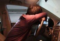 驾驶技巧:开车提神方法 开车犯困怎么办