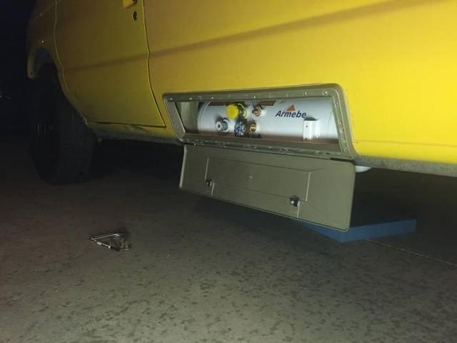 小伙把面包车改装成房车,朋友们看到后纷纷过来借车