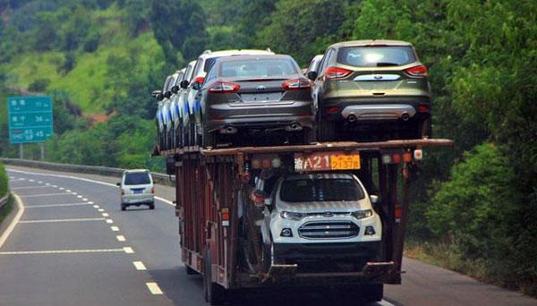 现在公交驾校小编就为大家讲述2016北京客车展-中国汽车报网的具体情况。 由工业和信息化部组织全国汽标委修订的强制性国家标准《汽车、挂车及汽车列车外廓尺寸、轴荷及质量限值》(GB1589-2016)于2016年7月26日由质检总局、国家标准委正式批准发布。该标准规定了汽车、挂车及汽车列车的外廓尺寸及质量限值,适用于在道路上使用的所有车辆,是汽车行业最基本的技术标准之一。 2004年,为配合国家有关部门道路车辆超载超限整治工作,质检总局、国家标准委批准发布了GB 1589-2004《道路车辆外廓尺寸、轴荷及
