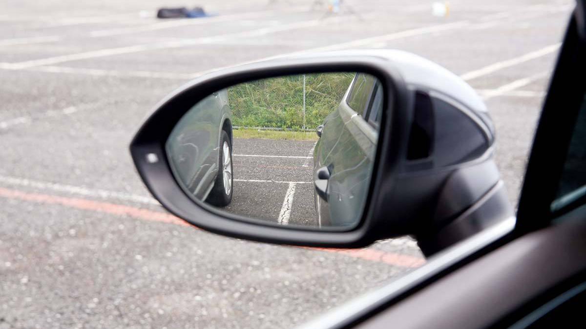 驾考科目二倒车入库如何修正方向,学会技巧