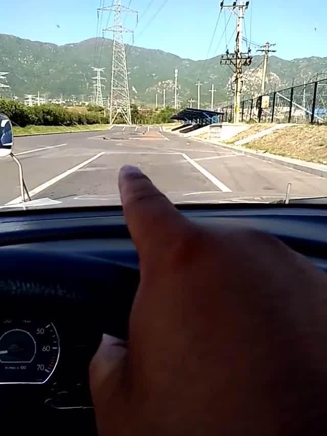 学驾心得:科目二侧方停车领线30公分技巧,不会这个一准不过!