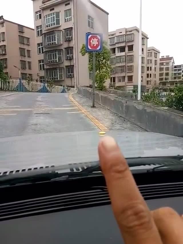 锦程驾校百科:科目二坡道定点停车,快速找准30公分技巧及起步不熄火技巧!