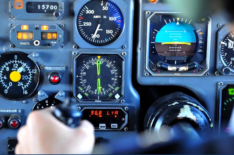 带你走进飞机的驾驶舱 去发现精密仪器之美(组图)
