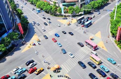一年违法5400次 驾车一年违章5400次怎么回事?