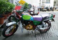 私自改装摩托车 挂着临时入境牌照上路炫酷被扣(图)