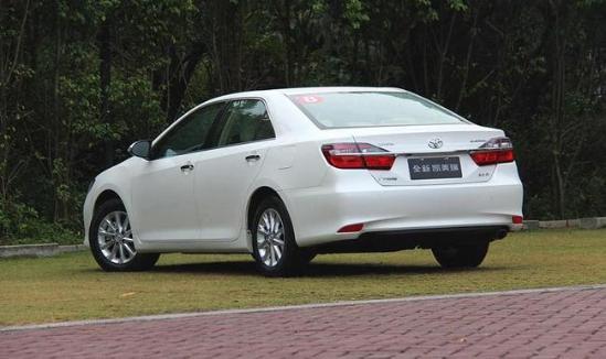 丰田凯美瑞降价2017款2.0低配裸车多少钱