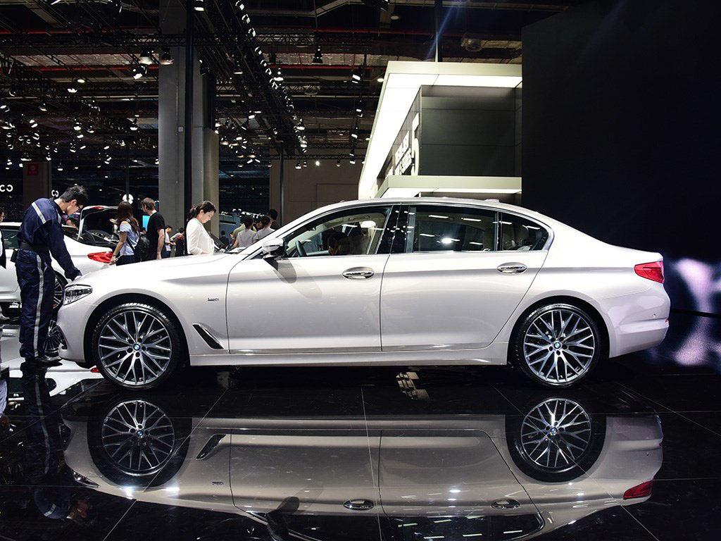其前后保险杠采用了宝马m power风格设计,使新车外观更显运动.