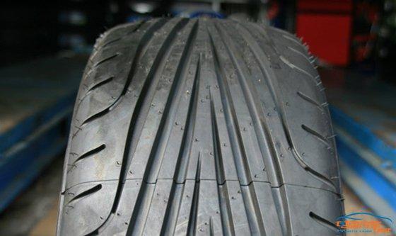 缺点:事物总是相对的,非对称花纹块的轮胎由于花纹块较大,产生的噪