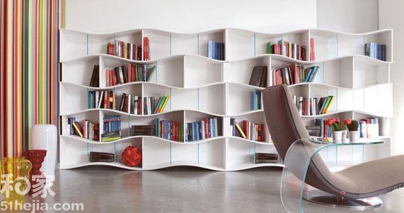 大面积的书柜很多家庭都会选择,要出其不意,就要在书架外形的选择上