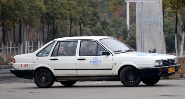 驾驶技巧:科目三路考调座位反光镜后视镜的方法