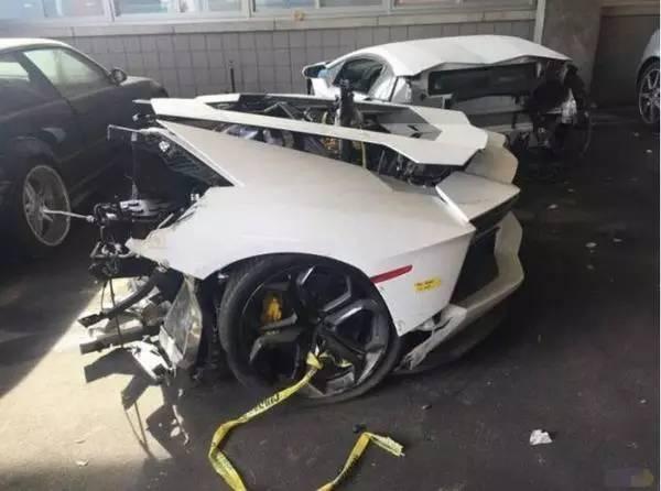 75万买进兰落基尼Aventador ?!吓得我躲到了被儿子里!
