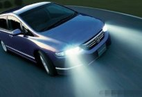 关于行车安全,90%车主不知道这几种闪灯的意思