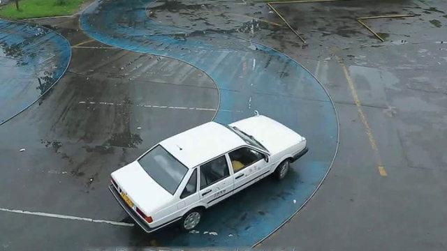 风驰驾校百科:科目二曲线行驶方法总结及操作要领解说,掌握技巧就轻松过
