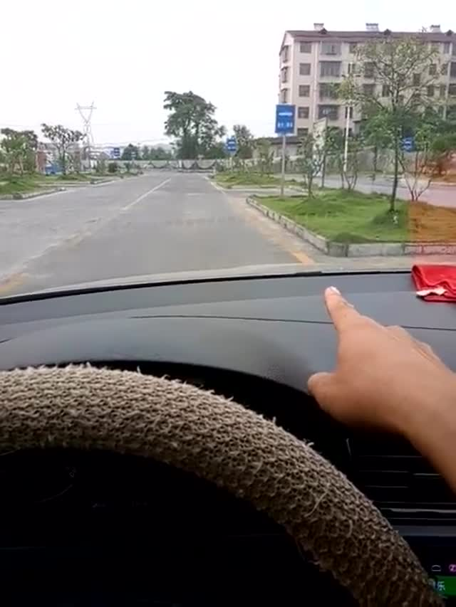 驾驶技巧:科目二侧方停车,坡起实用30公分技巧,考试轻松领线,满分不难