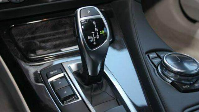 畅通驾校:新手看过来!手自一体变速箱的操作方法