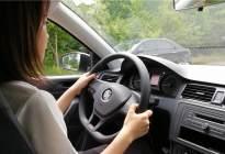 驾驶技巧:科目三靠边停车是先打转向灯,还是先减速又或者是先看后视镜呢?