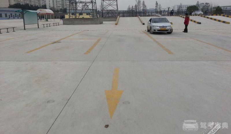 科目二侧方出库看点技巧,侧方停车这样做出库不压角,顺利下一项!