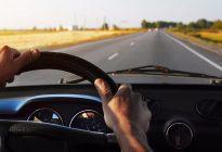 驾驶技巧:开车请注意!遇到这几类行人,司机朋友要做好随时停车的准备