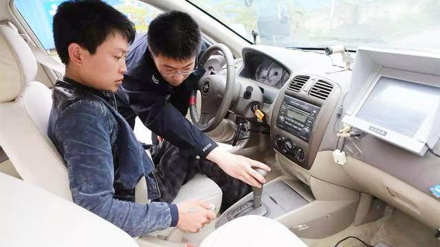 经验交流:新手学驾照考科二科三时,上车之后这几个动作一定要做,顺序不能乱,否则很容易挂科