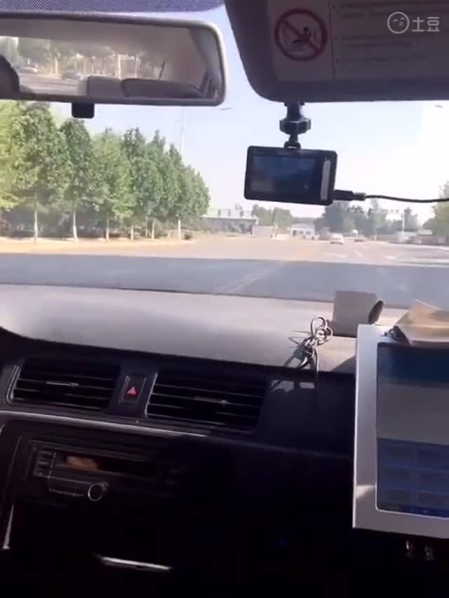 通百川驾校:科目三路口左转弯技巧,教练车内视角讲解技巧,多看多学就能过