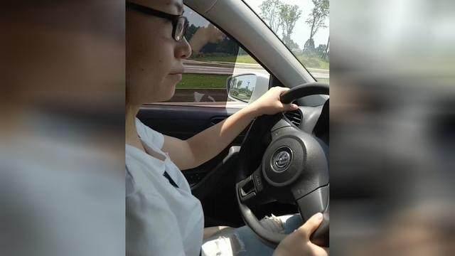 学驾心得:科目三考试在快车道上如何靠边停车?简单技巧轻松解决问题!