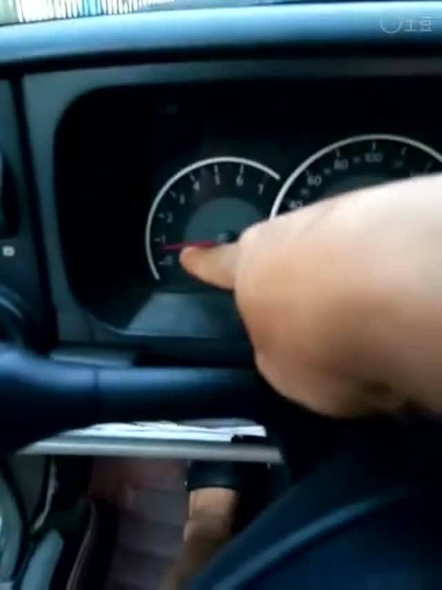 驾驶技巧:科目二坡道起步溜车熄火如何避免?这技巧简单易学,一看就会