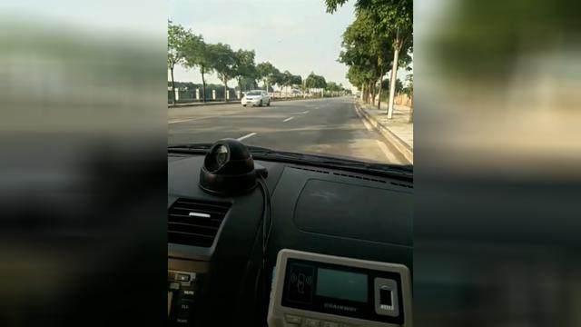 驾驶技巧:驾考科目三靠边停车就是这么简单,美女亲自示范,您也行!