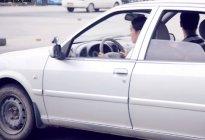 鸿达驾校百科:学车技巧科目三靠边停车找点方法