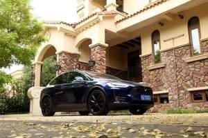 鑫哥说车|特斯拉Model X的Autopilot8.1版本给自动驾驶戴上了紧箍咒