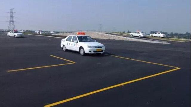 学驾心得:科目二:直角转弯技巧要领 掌握转弯2个点位便可轻松通过!