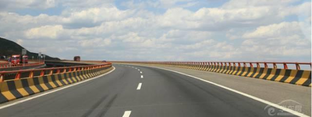 不同的路口都有不一样的转弯技巧,你都知道了吗?